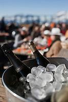Europe/France/Rhône-Alpes/74/Haute-Savoie/Megève: Terrasse du Chalet d'altitude, restaurant: L'Idéal  1850 au sommet du Mont d'Arbois - le champagne est au frais