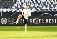 """Toni Kroos (Deutschland Germany) mit dem DFB-Motto """"Best never Rest"""" - 26.03.2018: Abschlusstraining der Deutschen Nationalmannschaft, Olympiastadion Berlin"""