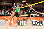28.06.2015, Den Haag, Hofvijver Stadion<br /> World Championships / Weltmeisterschaft 2015, Vorrunde<br /> <br /> Block Leo Williams (#2 RSA) - Block Jonathan Erdmann (#1 GER) / Netzduell<br /> <br />   Foto © nordphoto / Kurth