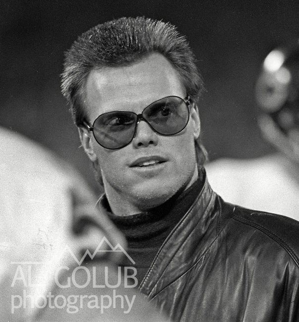 San Francisco 49ers vs Chicago Bears at Candlestick Park Monday, December 14, 1987..49ers Beat Bears 41-0.Chicago Bears Quarterback Jim McMahon on sidelines...