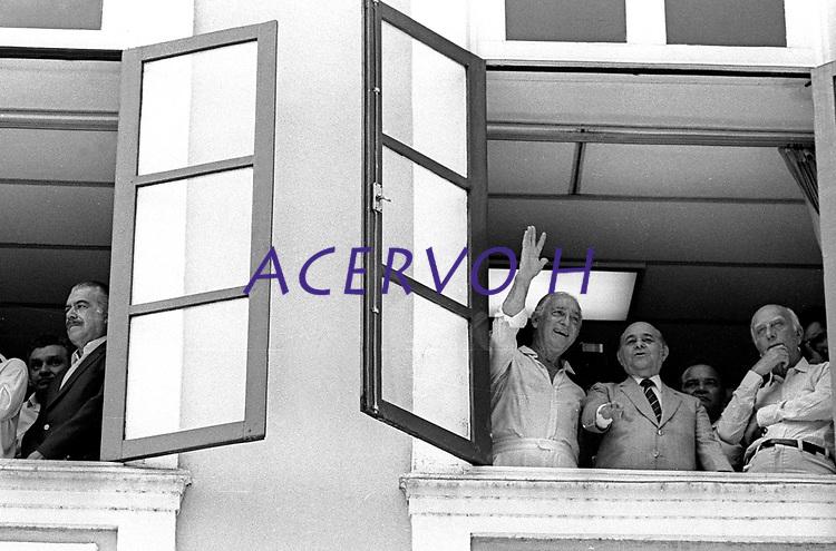 Campanha por elei&ccedil;&otilde;es diretas no Brasil.<br /> <br /> <br /> Tancredo Neves, candidato a presid&ecirc;ncia da rep&uacute;blica,  Ulisses Guimar&atilde;es, Franco Montoro e seu vice Jos&eacute; Sarney, assistem a prociss&atilde;o do C&iacute;rio de Nazar&eacute;  durante a campanha para a elei&ccedil;&atilde;o no Col&eacute;gio Eleitoral, em janeiro de 1985. <br /> <br /> Bel&eacute;m, Par&aacute;, Brasil.<br /> Foto Paulo Santos<br /> 14/10/1984