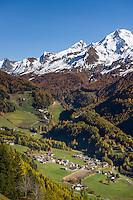 Italy, South Tyrol (Trentino-Alto Adige), San Pietro at Valli di Tures e Aurina with Zillertal Alps   Italien, Suedtirol (Trentino-Alto Adige), St. Peter in Ahrntal vor dem Hauptkamm der Zillertaler Alpen