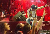 RIO DE JANEIRO, RJ, 17.06.2018 - COPA-2018 - Show do cantor Buchecha após a transmissão do jogo da Seleção Brasileira contra a Suíça válido pela Copa do Mundo da Russia na Arena nº1 no Boulevard Olímpico, centro do Rio de Janeiro neste domingo, 17. (Foto: Clever Felix/Brazil Photo Press)