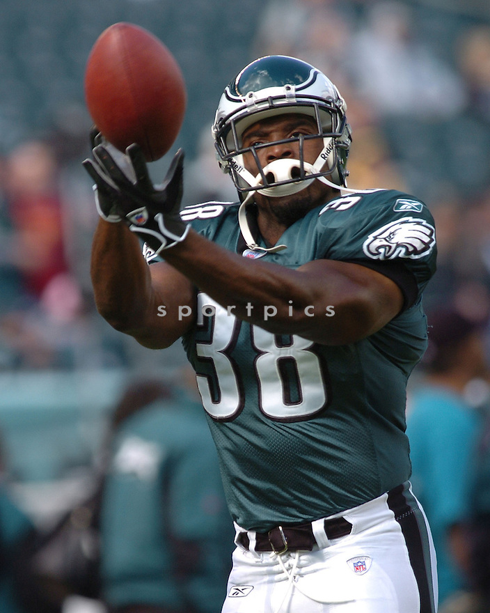THOMAS TAPEH of the Philadelphia Eagles  in action against the Jacksonville Jaguars on October 29, 2006 in Philadelphia PA...Jaguars win 13-6..Tomasso DeRosa / SportPics