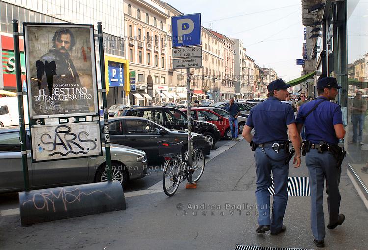 Milano, polizia di quartiere in corso Buenos Aires<br /> Milan, district policemen in the city centre.