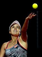 BOGOTÁ-COLOMBIA, 10-04-2019: Maria Camila Osorio de Colombia, se prepara para servir a Kristie Ahn de Estados Unidos, durante partido por el Claro Colsanitas WTA, que se realiza en el Carmel Club en la ciudad de Bogotá. / Maria Camila Osorio of Colombia, prepares to serves to Kristie Ahn of Estados Unidos, during a match for the WTA Claro Colsanitas, which takes place at Carmel Club in Bogota city. / Photo: VizzorImage / Luis Ramírez / Staff.