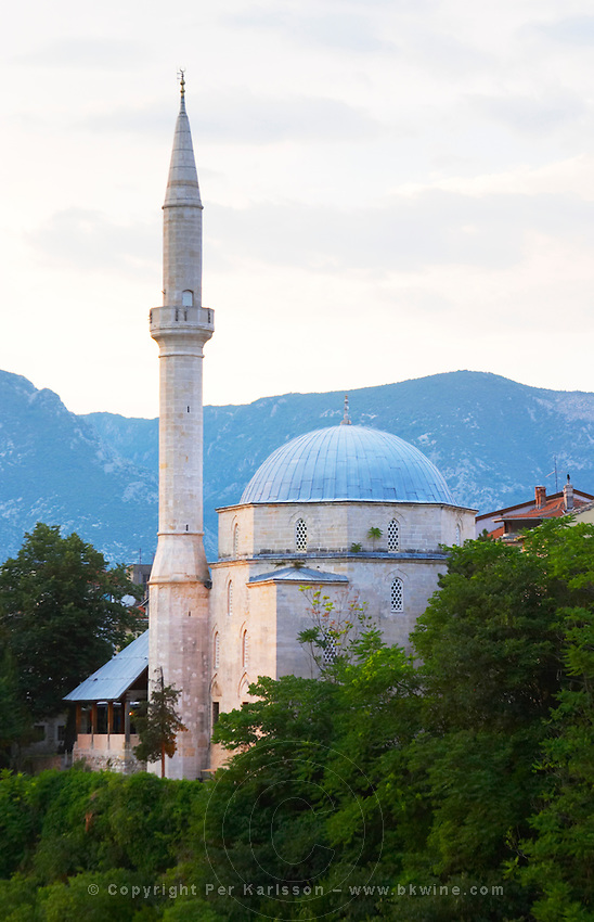 Koski Mehmed Pasha's Pasa mosque along the Neretva river seen from the old bridge. Historic town of Mostar. Federation Bosne i Hercegovine. Bosnia Herzegovina, Europe.