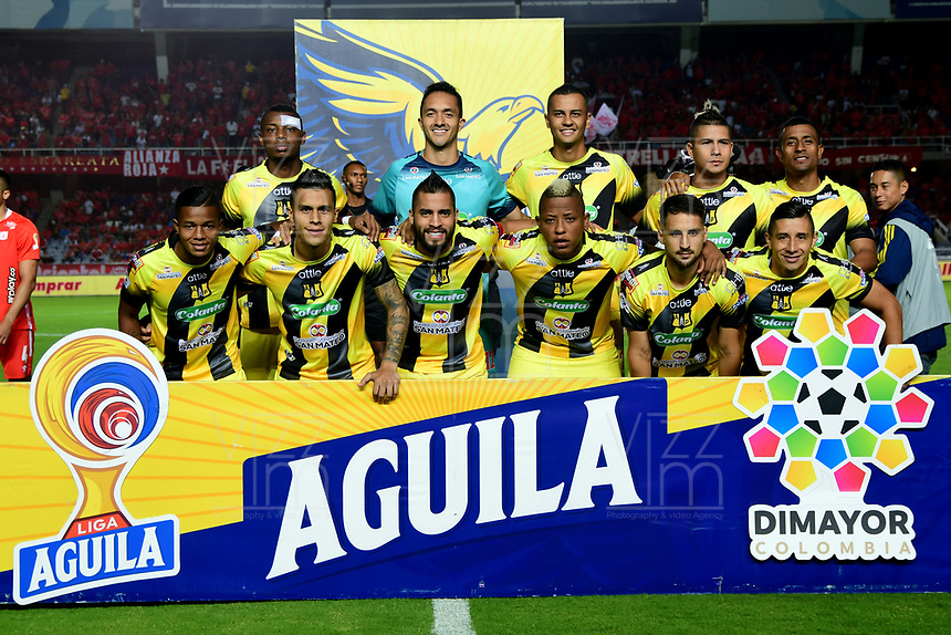 CALI - COLOMBIA, 14-11-2019: Jugadores del Alianza posan para una foto previo al partido por la fecha 2, cuadrangulares semifinales, de la Liga Águila II 2019 entre América de Cali y Alianza Petrolera jugado en el estadio Pascual Guerrero de la ciudad de Cali. / Players of Alianza pose to a photo prior match for the date 2, quadrangular semifinals, as part of Aguila League II 2019 between America de Cali and Alianza Petrolera played at Pascual Guerrero stadium in Cali. Photo: VizzorImage / Gabriel Aponte / Staff