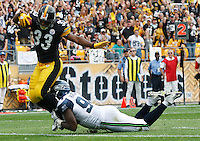 PITTSBURGH - SEPTEMBER 18:  Isaac Redman #33 of the Pittsburgh Steelers runs into the endzone to score a touchdown in front of Anthony Hargrove #94 of the Seattle Seahawks during the game on September 18, 2011 at Heinz Field in Pittsburgh, Pennsylvania.  (Photo by Jared Wickerham/Getty Images)