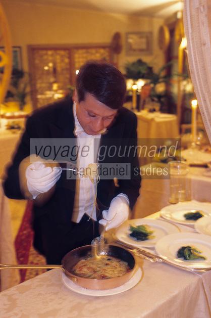 "Europe/Italie/Ombrie/ Civitella del Lago: Service au guéridon des pates au restaurant ""Vissani"""