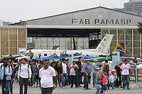 SAO PAULO - SP -  29 DE SETEMBRO DE 2013 - DOMINGO AÉREO - Movimentacao de publico no Campo de Marte durante Domingo Aereo organizado pela Forca Aerea Brasileira. (Foto: Mauricio Camargo/Brazil Photo Press)