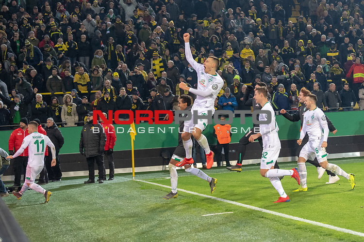 05.02.2019, Signal Iduna Park, Dortmund, GER, DFB-Pokal, Achtelfinale, Borussia Dortmund vs Werder Bremen<br /> <br /> DFB REGULATIONS PROHIBIT ANY USE OF PHOTOGRAPHS AS IMAGE SEQUENCES AND/OR QUASI-VIDEO.<br /> <br /> im Bild / picture shows<br /> <br /> Jubel nach dem Sieg Johannes Eggestein (Werder Bremen #24)<br /> Marco Friedl (Werder Bremen #32)<br /> Kevin Möhwald / Moehwald (Werder Bremen #06)<br /> Joshua Sargent (Werder Bremen #19)<br /> Foto © nordphoto / Ewert