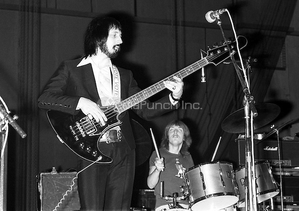 John Entwistle / Ox Rehearing his band The Ox at Shepperton Studios, London 1973. Credit: Ian Dickson/MediaPunch