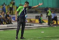 NEIVA - COLOMBIA, 22-02-2019: Dayron Perez de Mello técnico de Huila gesticula durante partido por la fecha 6 de la Liga Águila I 2019 entre Atlético Huila y Deportivo Pasto jugado en el estadio Guillermo Plazas Alcid de la ciudad de Neiva. / Dayron Perez de Mello coach of Huila gestures during match for the date 6 of the Liga Aguila I 2019 between Atletico Huila and Deportivo Pasto played at the Guillermo Plazas Alcid stadium of Neiva city. VizzorImage / Sergio Reyes / Cont