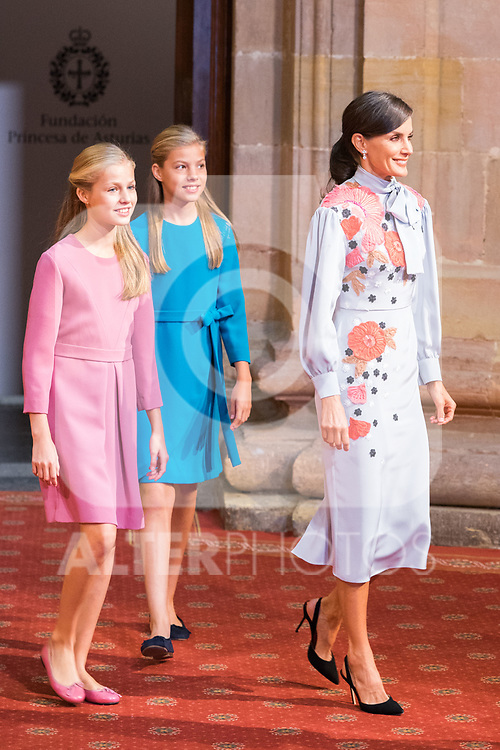 Queen Letizia (r), Princess of Asturias Leonor (l) and Infant Sofia attend auddience in Oviedo because of Princess of Asturias Awards 2019. October 18, 2019 (Alterphotos/ Francis Gonzalez)