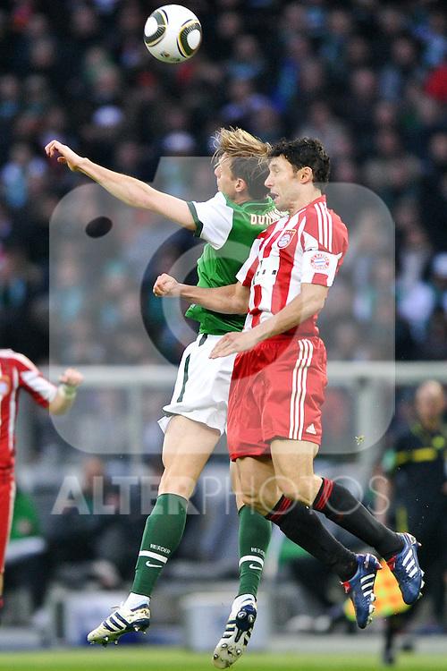 15.05.2010, Olympia Stadion, Berlin, GER, DFB Pokal Finale 2010,  Werder Bremen vs Bayern Muenchen im Bild Per Mertesacker ( Werder  #29 ) - Mark van Bommel (Bayern #17) ..Foto © nph /  Conny Kurth
