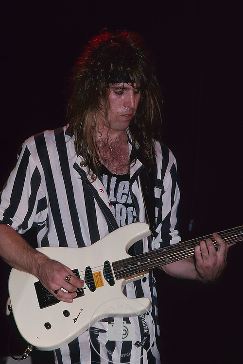 KILLER DWARFS - Mike Dwarf - performing live in Los Angeles, Ca June 1987
