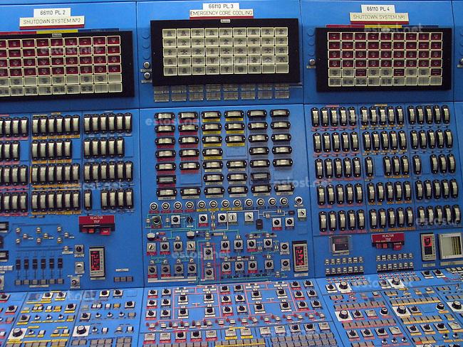 ROMANIA, Cernavoda, 2005/04/07..Cernavoda Nuclear Power Plant, Romania, April 7, 2005. .Control room of the Unit No. 1..ROUMANIE, Cernavoda, 07/04/2005..Centrale nucléaire de Cernavoda. Salle de controle du réactuer n°1..© Vaclav Vasku / Est&Ost