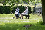 VELSEN - Even genieten van de rust. Openbare Golfbaan Spaarnwoude. COPYRIGHT KOEN SUYK