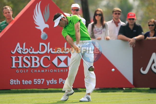 Charl Schwartzel tees off on the 8th tee during Day 3 Saturday of the Abu Dhabi HSBC Golf Championship, 22nd January 2011..(Picture Eoin Clarke/www.golffile.ie)