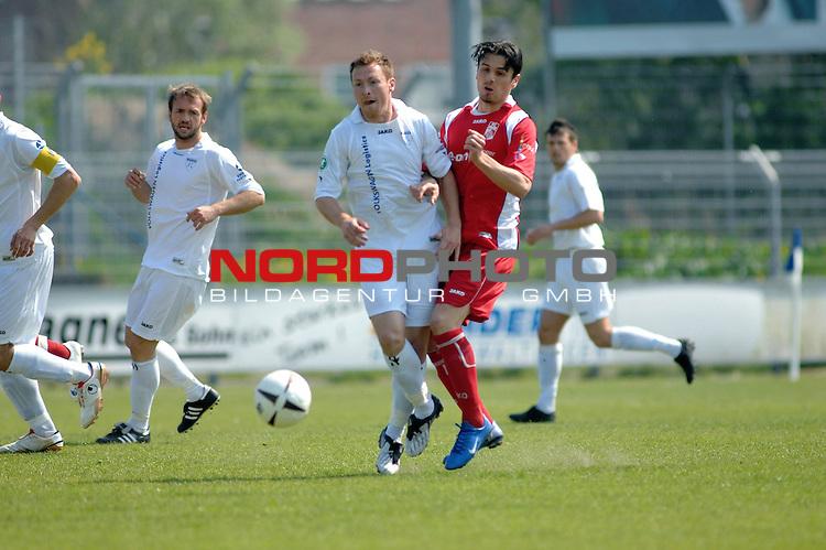 3. FBL 2008/2009 33. Spieltag RŁckrunde <br /> BSV Kickers Emden vs. FC Rot-WeiŖ Erfurt,<br /> <br />  Nils Pfingsten (Emden #20) gegen Mssimo Cannizzaro (Erfurt #9) ,<br /> <br />  Foto &copy; nph (nordphoto)