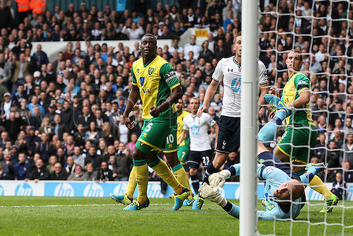14.09.2013 London, England.  John RUDDY of Norwich City dives to save during the Barclays Premiership match between Tottenham Hotspur and Norwich City at White Hart Lane.  Final score: Tottenham Hotspur 2-0 Norwich City.