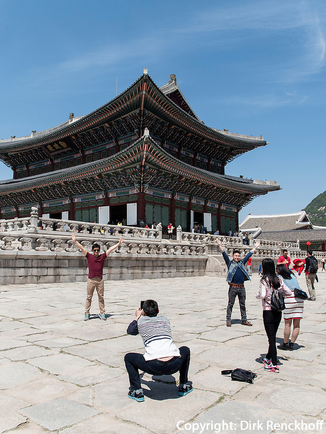 Steinterrasse und Thronhalle Geunjeongmun im Palast  Gyeongbukgung in Seoul, S&uuml;dkorea, Asien<br /> Stone terrace and throne hall Geunjeongmun  in palace Gyeongbukgung in Seoul, South Korea, Asia