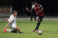 CUCUTA - COLOMBIA -08 -03-2015: Jose Lloreda (Der.) jugador de Cucuta Deportivo disputa el balón con Cristian Nasuti (Izq.) jugador de Deportivo Cali, durante partido entre Cucuta Deportivo y Deportivo Cali por la fecha 8 de la Liga Aguila I-2015, jugado en el estadio General Santander de la ciudad de Cucuta.  / Jose Lloreda (R) player of Cucuta Deportivo vies for the ball with con Cristian Nasuti (L) player of Deportivo Cali, during a match between Cucuta Deportivo and Deportivo Cali for the  date 8 of the Liga Aguila I-2015 at the General Santander Stadium in Cucuta city, Photo: VizzorImage / Manuel Hernandez / Str.