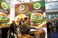 Nederland - Amsterdam - Januari 2019.  HORECAVA beurs in de RAI.  Deze editie van de Horecava zijn er veel gezonde, vegetarische en vegan producten te zien en te proeven.  Vlees en vegan Wereldburgers.  Foto Berlinda van Dam / Hollandse Hoogte
