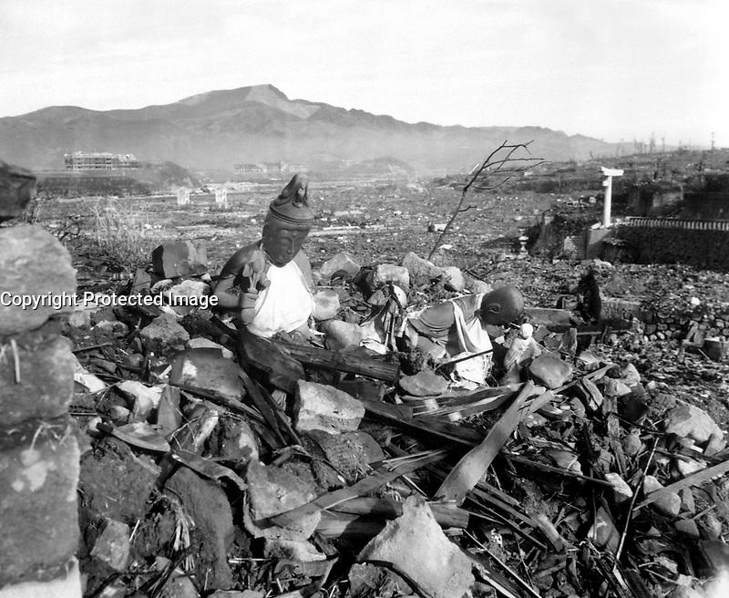 1945-09-24 - Battered religious figures stand watch on a hill above a tattered valley. Nagasaki, Japan. September 24, 1945, 6 weeks after the city was destroyed by the world's second atomic bomb attack. Photo by Cpl. Lynn P. Walker, Jr. (Marine Corps) NARA FILE #: 127-N-136176<br /> Fran&Aacute;ais : Statues religieuses fractur&Egrave;es sur une colline au dessus d'une vall&Egrave;e enti&Euml;rement d&Egrave;truite. Nagasaki, Japon, 24 septembre 1945, 6 semaines apr&Euml;s la destruction de la ville par le deuxi&Euml;me bombardement atomique de l'histoire.