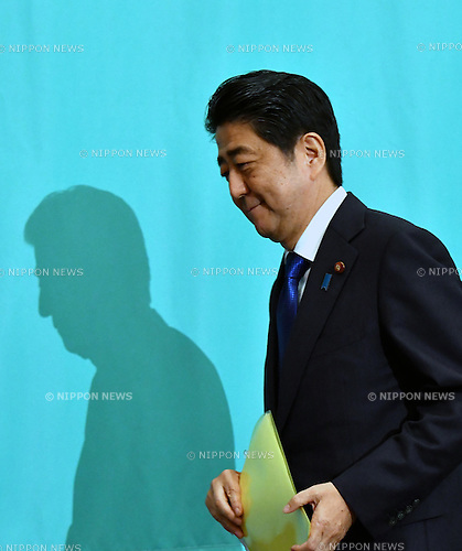 June 21, Tokyo, Japan - Japan's Prime Minister Shinzo Abe leaves the Japan National Press Club in Tokyo where the leaders of Japan's nine major political parties gathered for a debate on Tuesday, June 21, 2016, one day prior to the official start of campaigning for the July 10 House of Council.lors election. (Photo by Natsuki Sakai/AFLO) AYF -mis-