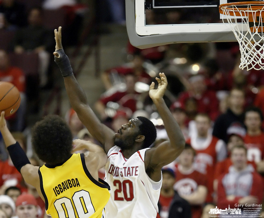 2 December 2006: Ohio State's Greg Oden, right, blocks the shot of Valparaiso's Urule Igbavboa at Value City Arena in Columbus, Ohio. Oden was the nation's top high school player for the past two years and made his college debut tonight after sitting out with a wrist injury.<br />
