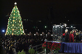 Washington, DC - December 11, 2000 -- United States President Bill Clinton and family light the National Christmas Tree on the Ellipse..Credit: Ron Sachs / CNP