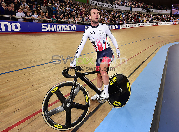Picture by Alex Broadway/SWpix.com - 06/03/2016 - Cycling - 2016 UCI Track Cycling World Championships, Day 5 - Lee Valley VeloPark, London, England - Mark Cavendish of Great Britain after the Men's Madison Final.