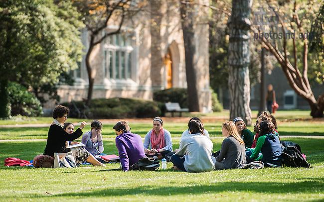 Oct. 1, 2014; Class outdoors. (Photo by Matt Cashore/University of Notre Dame)