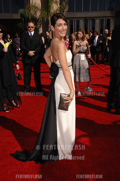 Actress LISA EDELSTEIN at the 2006 Primetime Emmy Awards at the Shrine Auditorium, Los Angeles..8 27, 2006 Los Angeles, CA.© 2006 Paul Smith / Featureflash