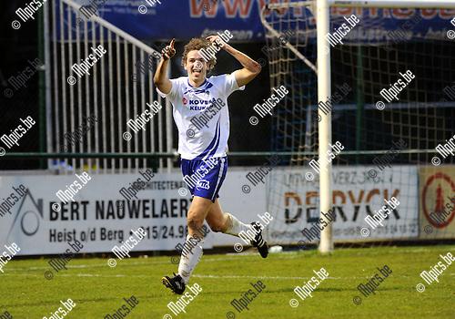 2012-04-14 / Voetbal / seizoen 2011-2012 / KSK Heist - Roeselare / Bart Webers (Heist) scoorde de 1-1..Foto: Mpics.be