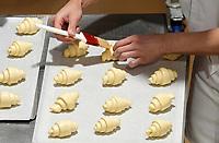 Nederland - Zaandam - 2019.    Het Bakery Institute in de oude Verkadefabriek.  Het Bakery Institute is een particuliere opleiding voor iedereen die zich wil ontwikkelen in het bakkersvak. Je kunt bij het Bakery Institute terecht voor korte en lange programma's voor mensen met weinig tot geen voorkennis en vaktechnische weekcursussen voor professionals.   Croissants.   Foto Berlinda van Dam / Hollandse Hoogte