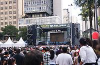 SAO PAULO, SP, 06 DE MAIO DE 2012 – VIRADA CULTURAL 2012 – A cantora Flora Matos durante o show na Praca da Republica, na oitava edicao da Virada Cultural na regiao central da capital paulista, neste domingo, 06. (FOTO: DEBBY OLIVEIRA / BRAZIL PHOTO PRESS).