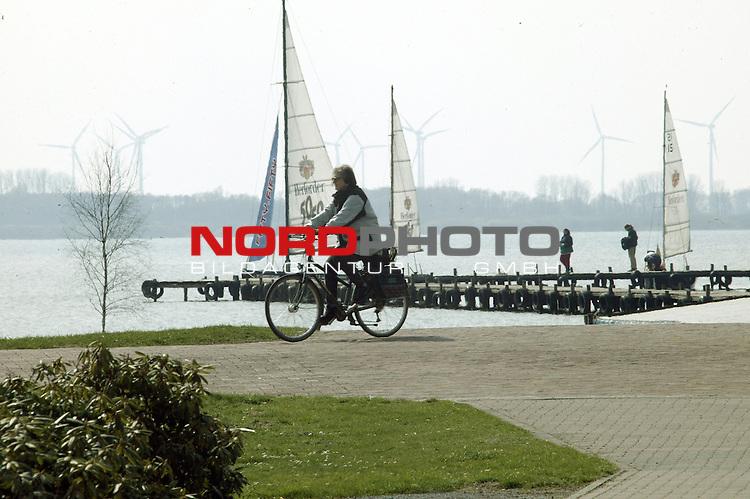 Wetter Feature Bild vom Duemmer See ( DŁmmer See ) - Niedersachsens groessten Binnensee<br /> <br /> Foto &copy; nordphoto<br /> <br /> <br /> <br />  *** Local Caption *** Foto ist honorarpflichtig! zzgl. gesetzl. MwSt.<br />  Belegexemplar erforderlich<br /> Adresse: nordphoto<br /> Georg-Reinke-Strasse 1<br /> 49377 Vechta