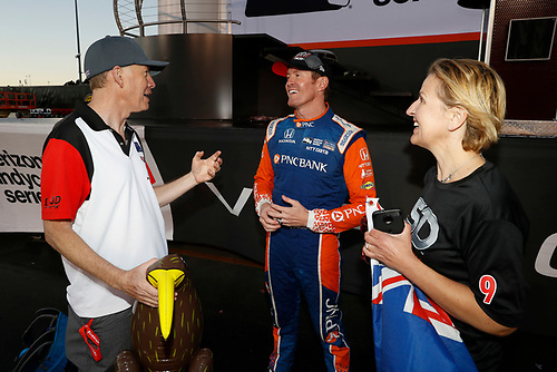 Kiwi Champion Scott Dixon, Chip Ganassi Racing Honda with three Kiwis