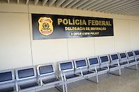 RIO DE JANEIRO, RJ, 13 AGOSTO 2012 - GREVE DA POLICIA FEDERAL - Os policiais federais reunidos em assembleia hoje (13) a noite decidiram continuar com a paralisacao da categoria ate a proxima quarta-feira (15), quando os servidores federais em greve vao ter um encontro no Ministerio do Planejamento e Gestao quando serao discutidas as reivindicacoes dos grevistas.No setor de emissao e retirada de passaportes o movimento esta sendo prejudicado diariamente, porque apenas os casos de urgencia estao sendo atendidos.<br /> nesta tarde de segunda, 13 de agosto, no aeroporto internacional, Galeao, na Ilha do governador, zona norte do rio.FOTOMARCELO FONSECA BRAZIL PHOTO PRESS.