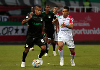 MANIZALES - COLOMBIA, 06-09-2018: Diego Arias (Der) de Once Caldas disputa el balón con Macnelly Torrres (Izq) de Deportivo Cali por la fecha 8 de Liga Águila II 2018 jugado en el estadio Palogrande de la ciudad de Manizales. / Diego Arias (R) player of Once Caldas fights for the ball with Macnelly Torrres (L) player of Deportivo Cali during match for the date 8 of the Aguila League II 2018 played at Palogrande stadium in Manizales city. Photo: VizzorImage / Santiago Osorio / Cont
