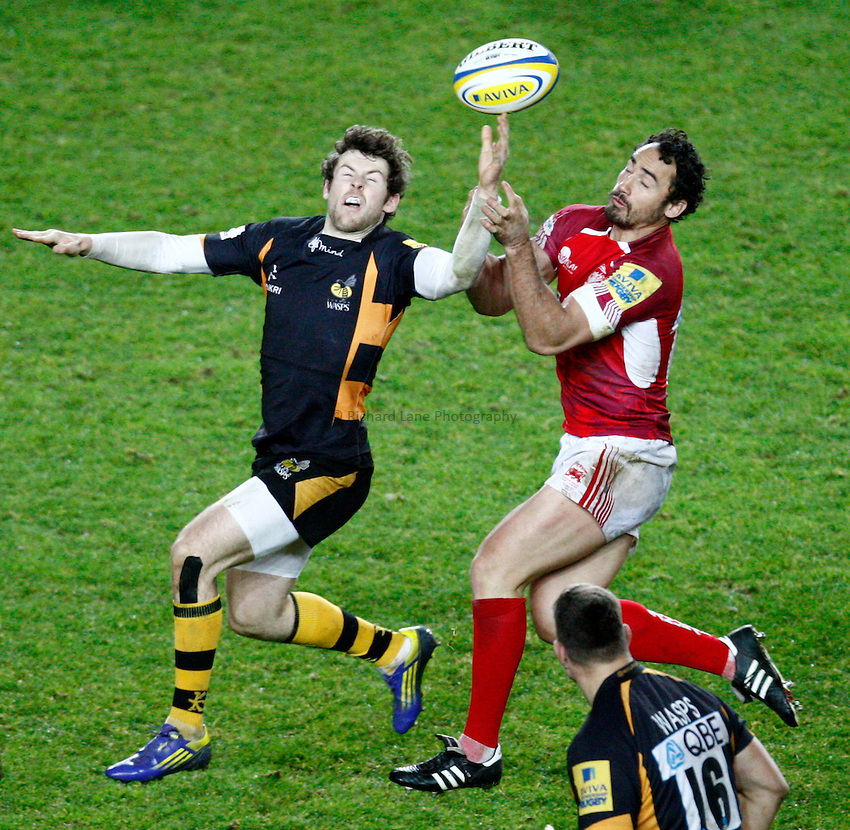 Photo: Richard Lane/Richard Lane Photography. London Welsh v London Wasps. 29/12/2012. Wasps' Elliot Daly and Welsh's Sonny Parker challenge for a high ball.