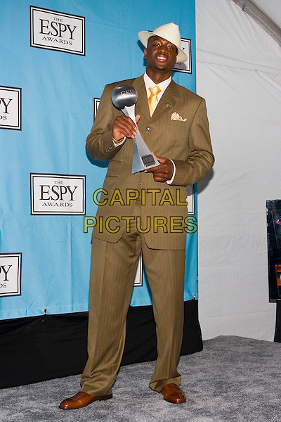 DWAYNE WADE.At the 13th Annual ESPY Awards Arrivals .held at the Kodak Theatre, Hollywood, .California, USA, July 13th 2005..full length trophy hat.Ref: ADM.www.capitalpictures.com.sales@capitalpictures.com.©Zach Lipp/AdMedia/Capital Pictures.
