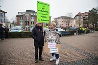 Ca. 250 Menschen demonstrierten am Samstag den 25. Januar 2020 in der brandenburgischen Ortschaft Gruenheide gegen die geplante Ansiedlung des Automobilherstellers TESLA. Sie wehren sich gegen die Rodung mehreren Hektar Wald und die Beeintraechtigung der Trinkwasserversorgung durch die Autofabrik.<br /> 25.1.2020, Gruenheide<br /> Copyright: Christian-Ditsch.de<br /> [NUR FUER REDAKTIONELLE ZWECKE! Werbung nur auf Anfrage beim Fotografen. Inhaltsveraendernde Manipulation des Fotos nur nach ausdruecklicher Genehmigung des Fotografen. Vereinbarungen ueber Abtretung von Persoenlichkeitsrechten/Model Release der abgebildeten Person/Personen liegen nicht vor. NO MODEL RELEASE! Don't publish without copyright Christian-Ditsch.de, Veroeffentlichung nur mit Fotografennennung, sowie gegen Honorar, MwSt. und Beleg. Konto: I N G - D i B a, IBAN DE58500105175400192269, BIC INGDDEFFXXX, Kontakt: post@christian-ditsch.de<br /> Bei der Bearbeitung der Dateiinformationen darf die Urheberkennzeichnung in den EXIF- und  IPTC-Daten nicht entfernt werden, diese sind in digitalen Medien nach §95c UrhG rechtlich geschuetzt. Der Urhebervermerk wird gemaess §13 UrhG verlangt.]