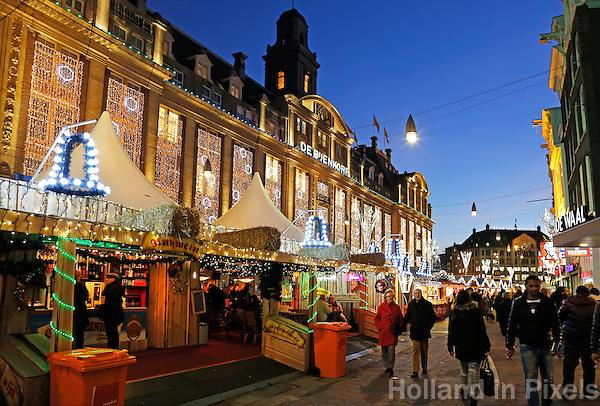 Kerstmarkt op het Damrak in Amsterdam.