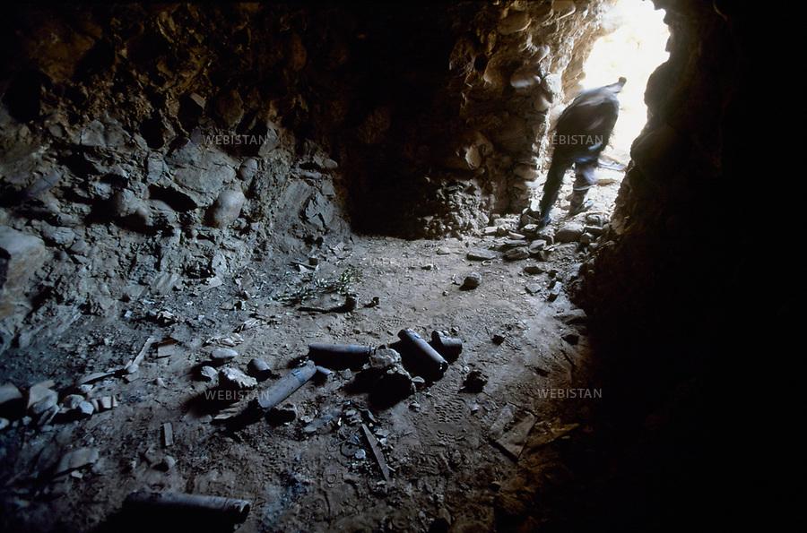 2004. Afghanistan. Montagnes de Tora Bora.Cette grotte jouxtait la dernière demeure localisee de Ben Laden dans la montagne de Tora Bora.This cave in the Tora Bora Mountain is Bin Laden's last known house.