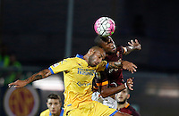 Calcio, Serie A: Frosinone vs Roma. Frosinone, stadio Comunale, 12 settembre 2015.<br /> Frosinone&rsquo;s Danilo Soddimo, left, and Roma&rsquo;s Seydou Keita jump for the ball during the Italian Serie A football match between Frosinone and Roma at Frosinone Comunale stadium, 12 September 2015.<br /> UPDATE IMAGES PRESS/Riccardo De Luca