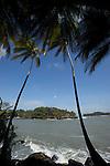 Iles du Salut au large de Kourou.ile royale (site du Conservatoire du littoral) vue depuis l'ile saint Joseph
